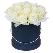 White roses in a box - flowers and bouquets on flora.lg.ua