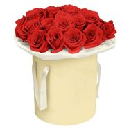Bouquet of red roses in a box - flowers and bouquets on flora.lg.ua