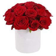 Red roses in a hat box - flowers and bouquets on flora.lg.ua