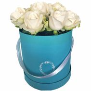 Small box with white roses - flowers and bouquets on flora.lg.ua