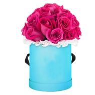 Pink roses in a box - flowers and bouquets on flora.lg.ua